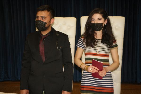 İntikam kurbanı genç kız, nikahına gelinliksiz katıldı
