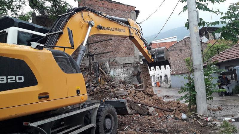 Osmangazi'de metruk binalar tek tek yıkılıyor