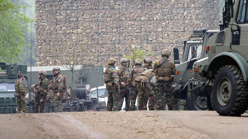 Ağır silahlarla firar eden askeri her yerde arıyorlar