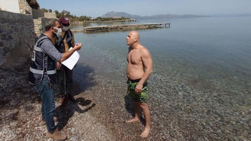 Yüzerken ceza yedi… Bakın bahanesi ne oldu!