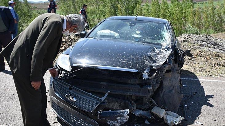 Minibüs ile lüks araç çarpıştı: 9 yaralı
