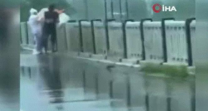 Koronavirüsten ölen hastanın cansız bedenini nehre attılar