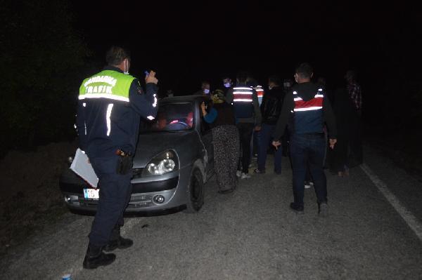 Bursa'da taşlı sopalı kavga! Giriş-çıkışları araçlarla kapatıp… Çok sayıda yaralı var…