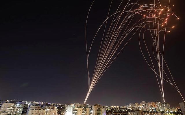 İsrail Gazze'ye yeni saldırı düzenledi, Hamas Tel Aviv'e 130 roket attı!