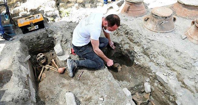 Kazıda ortaya çıktı! 5 insan iskeleti bulundu
