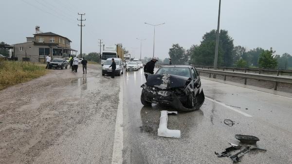 Bursa'da zincirleme kaza; 1'i çocuk, 5 yaralı