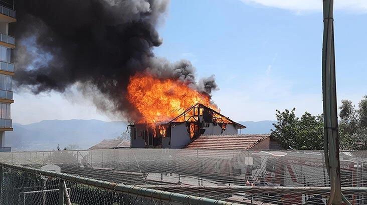 Korku dolu anlar! 2 katlı ev alev alev yandı