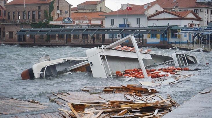 Ayvalık'taki fırtına nedeniyle 80 teknenin battığı belirlendi