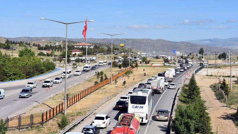 43 ilin bağlantı noktası… Trafik kilit!