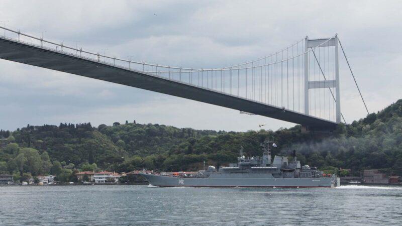 Rus ve İngiliz savaş gemileri Karadeniz'e açıldı! Bir saat arayla…