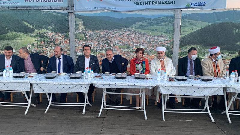 Bulgaristan'da kurulan Kardeşlik Sofrası kalpleri fethetti