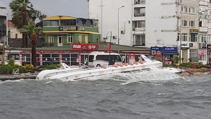 Ayvalık'ta fırtına: 20 tekne battı