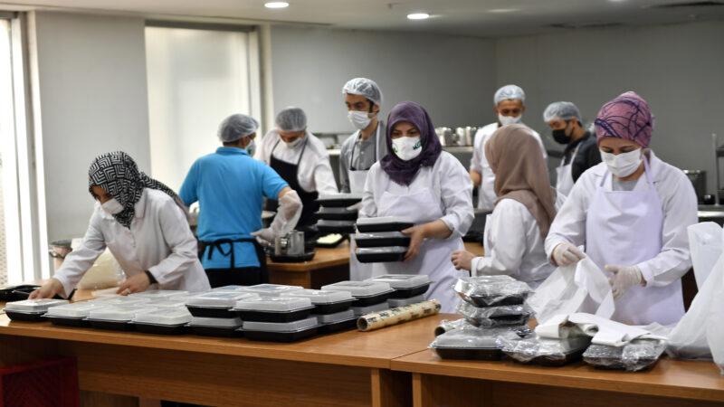 Osmangazi'de, günlük 2500 kişiye sıcak yemek