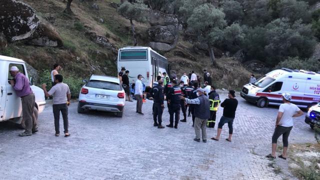 İşçileri taşıyan midibüs kaza yaptı: 14 yaralı