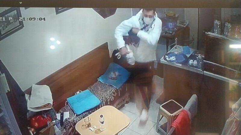 Bursa'da hırsız çantayı çalıp kayıplara karıştı! İşte o anlar…