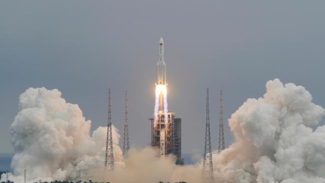 21 tonluk Çin roketi böyle görüntülendi