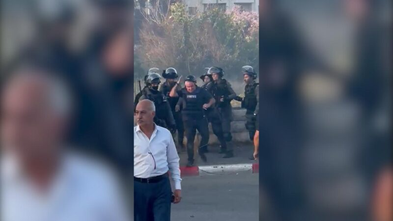 İsrail güçleri, Kudüs'te CNN muhabirini tartakladı