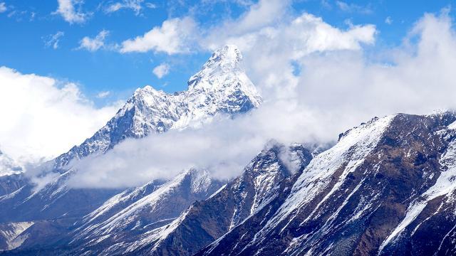 Çin, salgın nedeniyle Everest'in zirvesine 'ayrılık çizgisi' çekecek