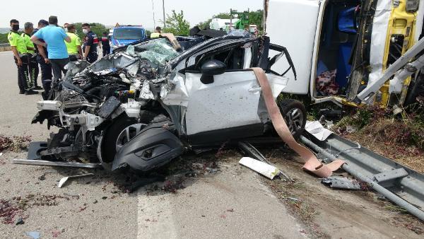 Bursa'da feci kaza! Otomobil hurdaya döndü: 1 ölü