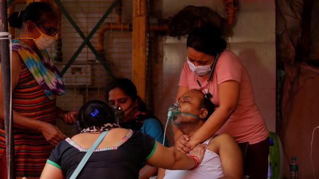 Hindistan'da durum daha da kötüleşiyor! Günlük vaka 400 bini geçti