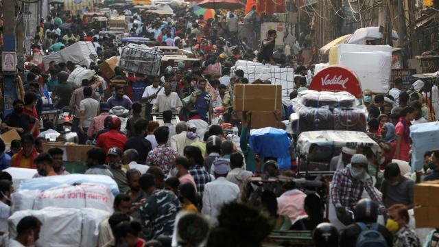 Koronavirüsün vurduğu Hindistan'da işsizlik arttı