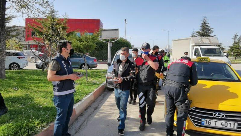 Bursa'da aranıyorlardı! Taksiyle gezerken yakalandılar