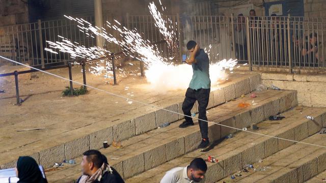 Mescid-i Aksa'da İsrail terörü: 10 yaralı