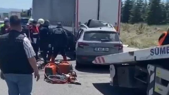 Otomobil TIR'a arkadan çarptı: 3 ölü, 2 yaralı