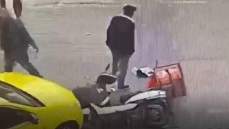Yardım bahanesiyle geldi, kaza yapan kuryenin telefonunu çaldı
