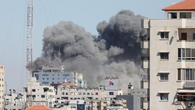 İsrail basın binasını vurdu!