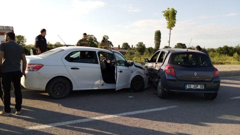 Bursa'da kaza! Mıcıra kapılan otomobil…