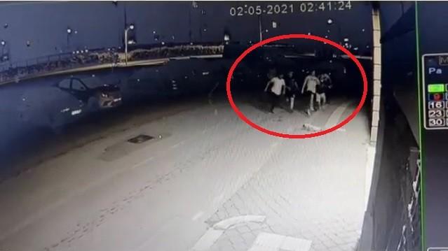 Bursa'da kısıtlamayı ihlal eden gençler polisi görünce böyle kaçtı