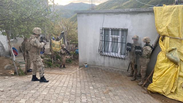 4 ilde terör örgütü PKK operasyonu: 9 gözaltı