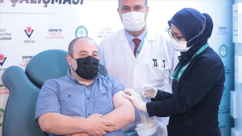 Bakan Varank yerli aşının 2. dozunu oldu