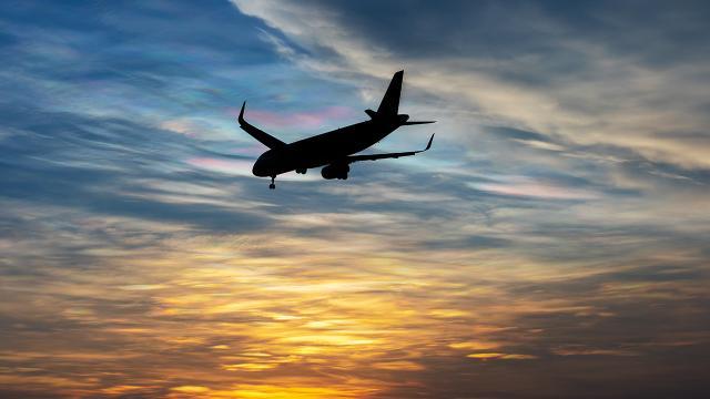 Kırgızistan, Tacikistan'dan gelen yolcu uçağını geri çevirdi
