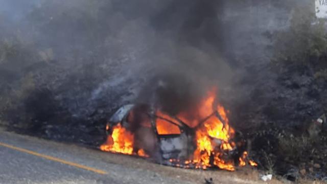 Kaza yapan araçta çıkan yangın ormanlık alana sıçradı
