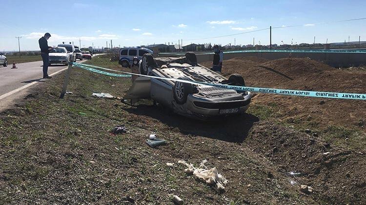 Toprak yığınına çarpıp, takla atan otomobilin sürücüsü hayatını kaybetti