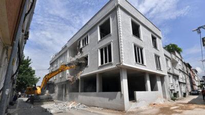 Osmangazi'de 3 katlı kaçak bina yıkıldı