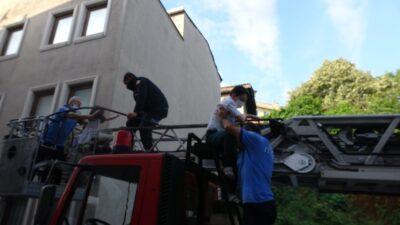 Bursa'da yangın: 1'i bebek, 3'ü çocuk 12 kişi böyle kurtarıldı