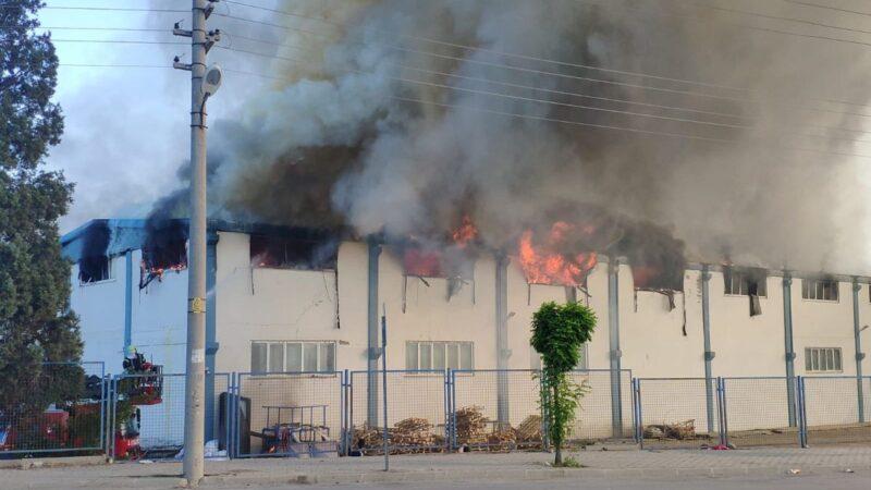 Fabrikada yangın! Çok sayıda ekip sevk edildi