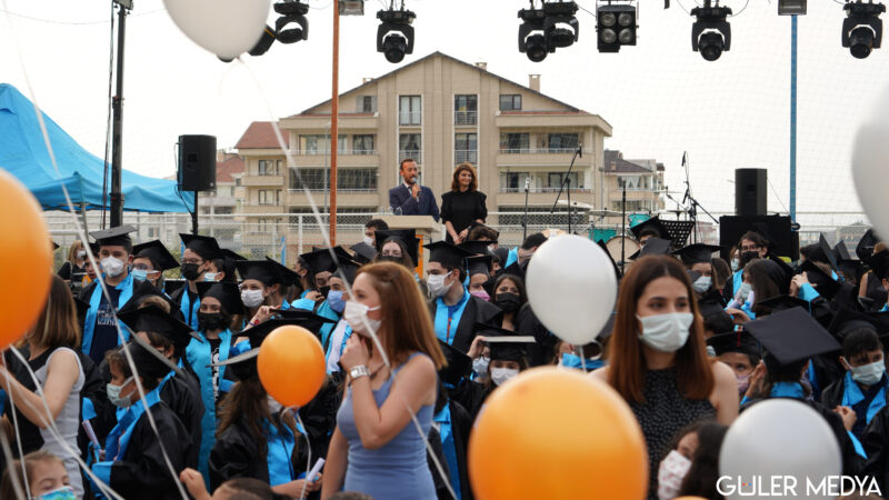 Bursa Yönder okullarında Burak Şenöz ile mezuniyet coşkusu