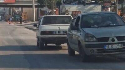 Bursa'da şaşkına çeviren görüntü…Arızalı otomobili kara yolunda ters çekti