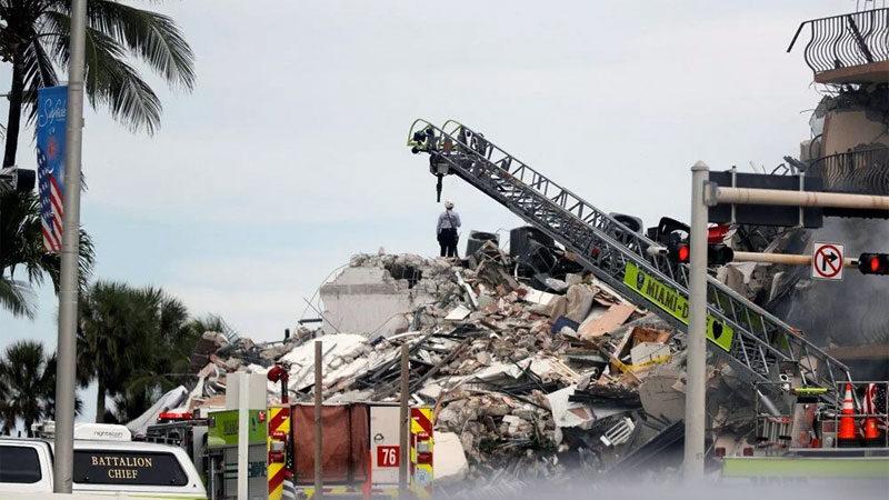 Çöken binada zamana karşı yarış! 4 ölü, 159 kişi kayıp