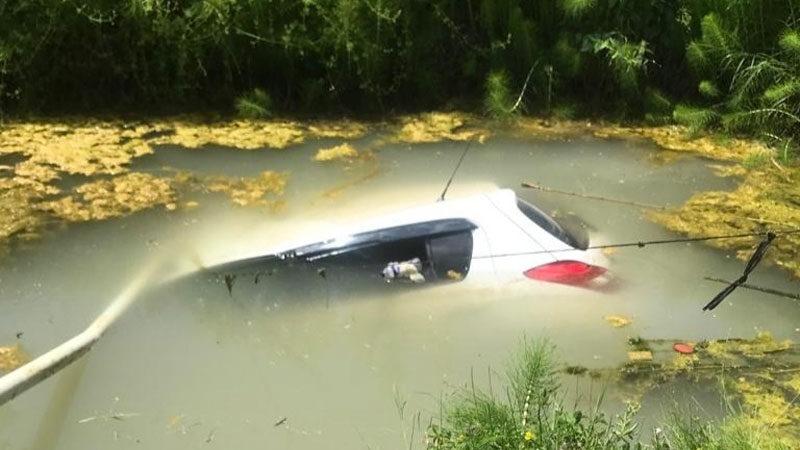 Bursa'da korkunç kaza! Otomobil suya gömüldü