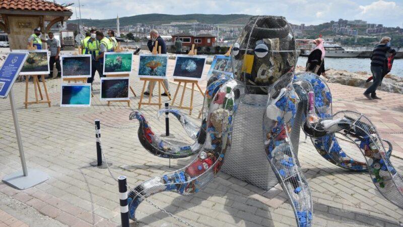 Bursa'da dikkat çeken heykel! Bakın içinden neler var?