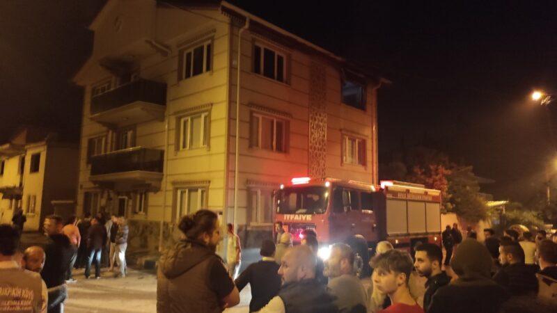 Bursa'da 3 katlı binada korkutan yangın