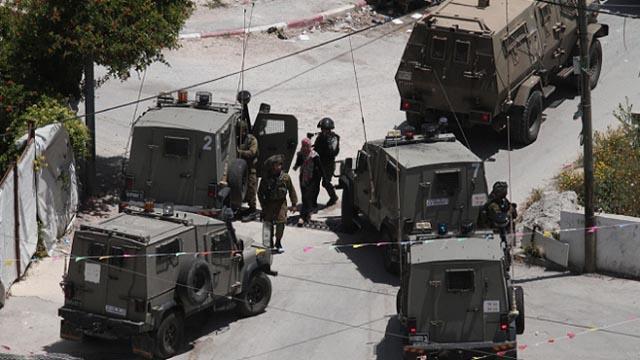 İsrail güçleri 17 Filistinliyi daha gözaltına aldı
