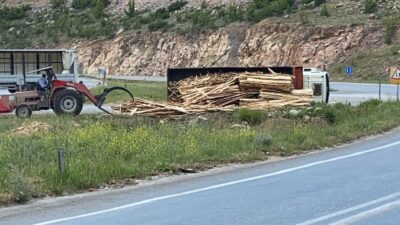 Bursa'da kamyon devrildi