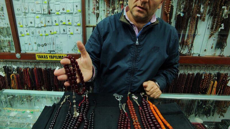 Bursa'da bir asırlık tespihler 25 bin liraya alıcı buluyor