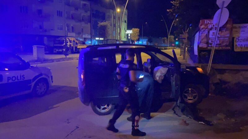 Yer: Bursa… Polisten kaçarken mezarlık duvarına çarptı